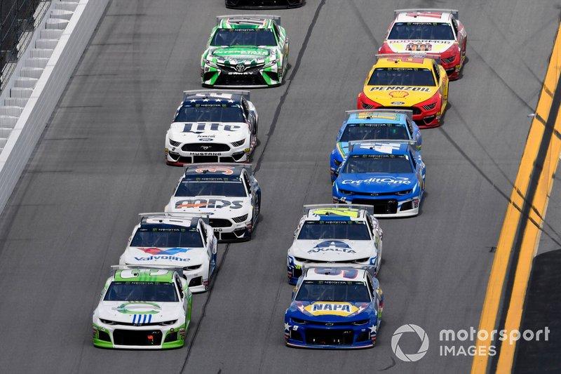 Austin Dillon, Richard Childress Racing, Chevrolet Camaro American Ethanol and Chase Elliott, Hendrick Motorsports, Chevrolet Camaro NAPA Batteries