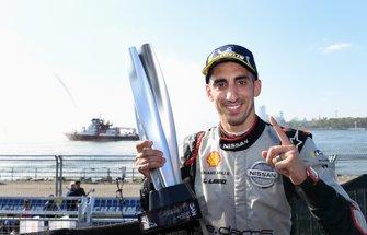 Race winner Sébastien Buemi, Nissan e.Dams celebrates after the race