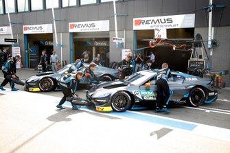 Ferdinand Habsburg, R-Motorsport, Aston Martin Vantage AMR, Daniel Juncadella, R-Motorsport, Aston Martin Vantage AMR
