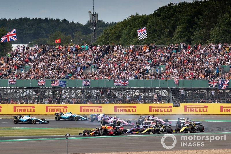 Pierre Gasly, Red Bull Racing RB15, Lando Norris, McLaren MCL34, al inicio