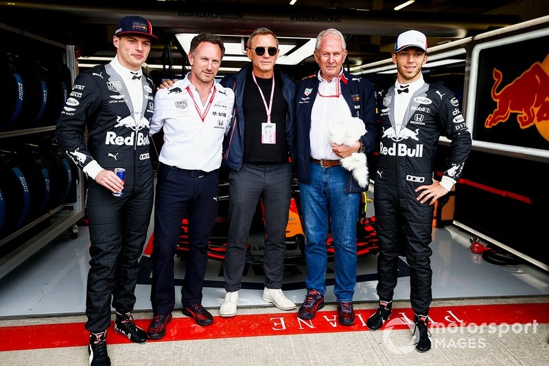 Max Verstappen, Red Bull Racing, Christian Horner, Director de Red Bull Racing, Daniel Craig, Actor, Helmut Markko, Consultor, Red Bull Racing y Pierre Gasly, Red Bull Racing