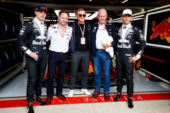 Max Verstappen, Red Bull Racing, Christian Horner, teambaas Red Bull Racing, Daniel Craig, acteur, Helmut Markko, Consultant, Red Bull Racing en Pierre Gasly, Red Bull Racing
