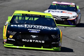 Ryan Blaney, Team Penske, Ford Mustang Menards/Richmond and Denny Hamlin, Joe Gibbs Racing, Toyota Camry FedEx Office