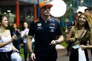 Max Verstappen, Red Bull Racing, zet handtekeningen