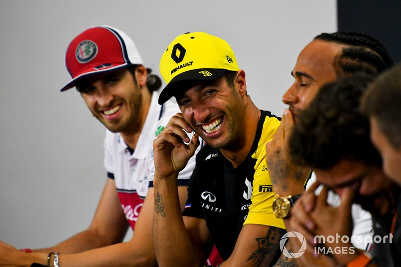 Daniel Ricciardo, Renault F1 Team and Antonio Giovinazzi, Alfa Romeo Racing laughing in the Press Conference