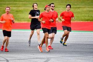 Carlos Sainz Jr., Ferrari, court sur la piste
