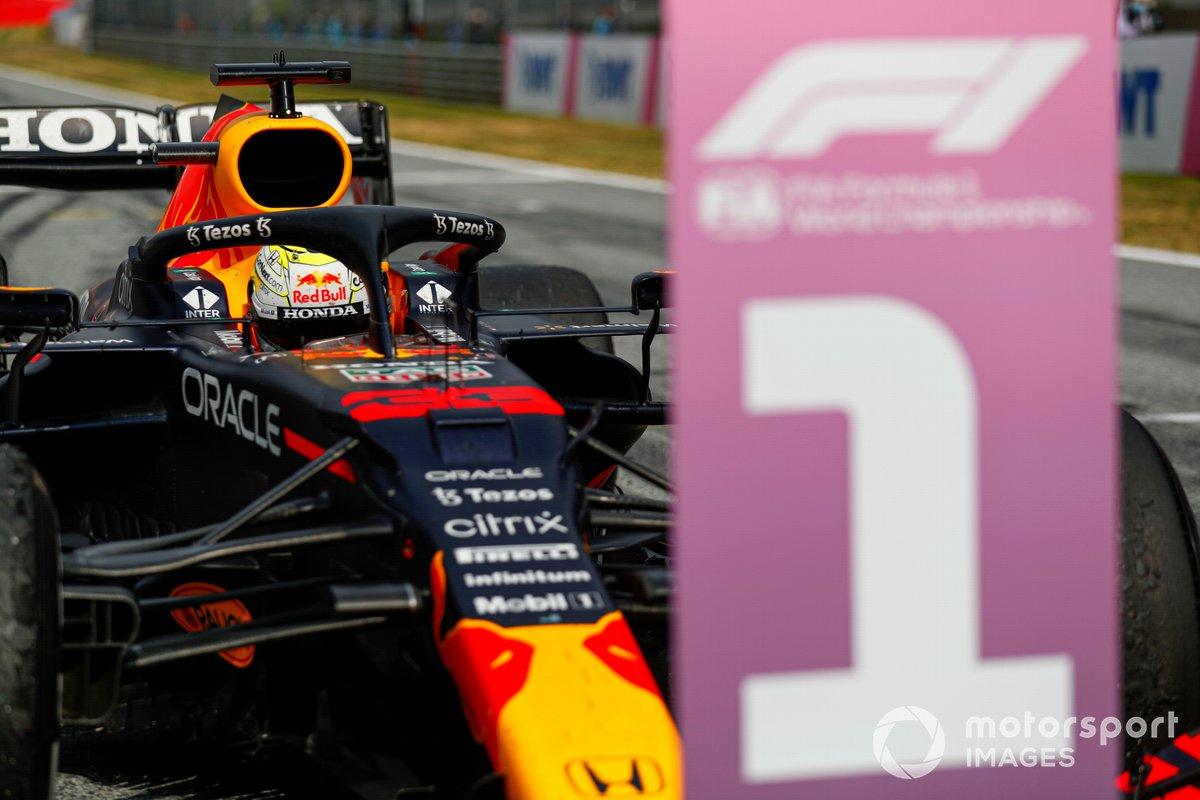 Max Verstappen, Red Bull Racing RB16B, 1° classificato, nel Parco Chiuso