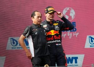 Toyoharu Tanabe, F1 Technical Director, Honda, andMax Verstappen, Red Bull Racing , 1st position, on the podium