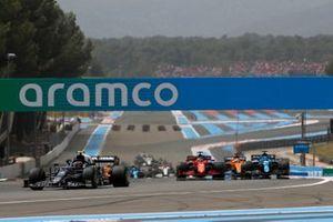 Pierre Gasly, AlphaTauri AT02 , Charles Leclerc, Ferrari SF21, and Fernando Alonso, Alpine A521