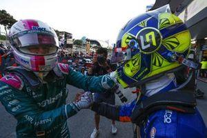 Sebastian Vettel, Aston Martin, 2° classificato, si congratula con Lando Norris, McLaren
