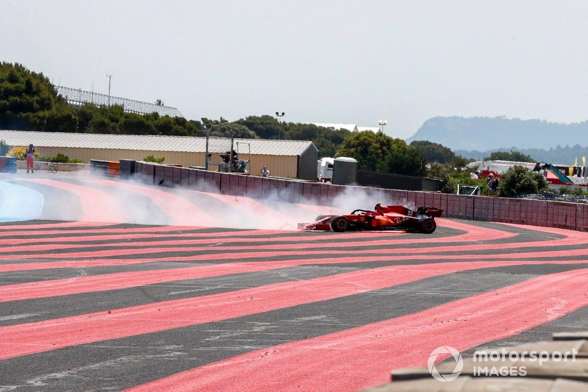 Carlos Sainz Jr., Ferrari SF21, keluar jalur