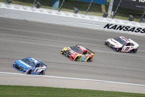 Kyle Larson, Hendrick Motorsports, Chevrolet Camaro HendrickCars.com, Kyle Busch, Joe Gibbs Racing, Toyota Camry M&M's Mix