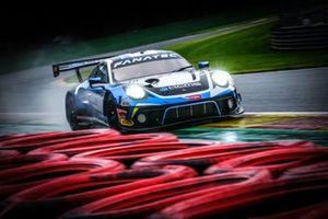 #18 KCMG Porsche 911 GT3-R