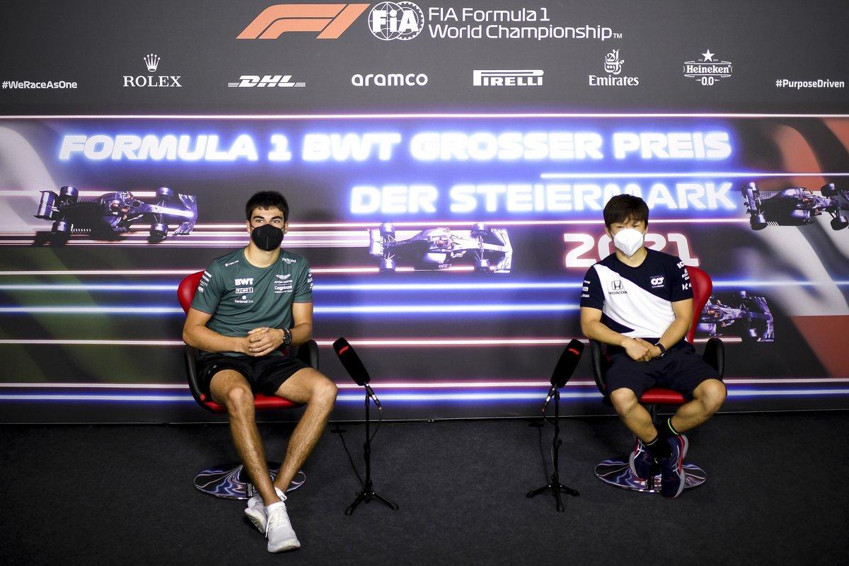 Lance Stroll, Aston Martin, Yuki Tsunoda, AlphaTauri en la conferencia de prensa