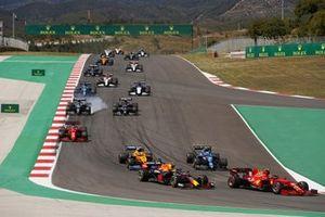 Carlos Sainz Jr., Ferrari SF21, Sergio Perez, Red Bull Racing RB16B, Esteban Ocon, Alpine A521, Lando Norris, McLaren MCL35M, Charles Leclerc, Ferrari SF21, Sebastian Vettel, Aston Martin AMR21, Pierre Gasly, AlphaTauri AT02, and the remainder of the field
