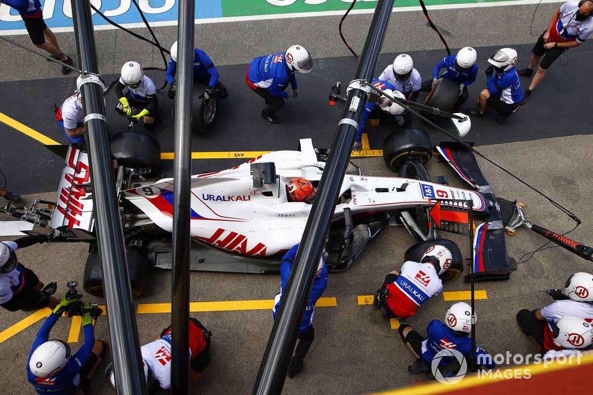 Nikita Mazepin, Haas VF-21, in the pits