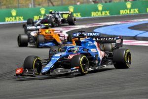Fernando Alonso, Alpine A521, Daniel Ricciardo, McLaren MCL35M, and Lando Norris, McLaren MCL35M