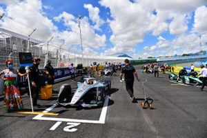 Stoffel Vandoorne, Mercedes Benz EQ, EQ Silver Arrow 02, arrive sur la grille de départ