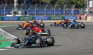 Valtteri Bottas, Mercedes W12, Charles Leclerc, Ferrari SF21, en Lando Norris, McLaren MCL35M