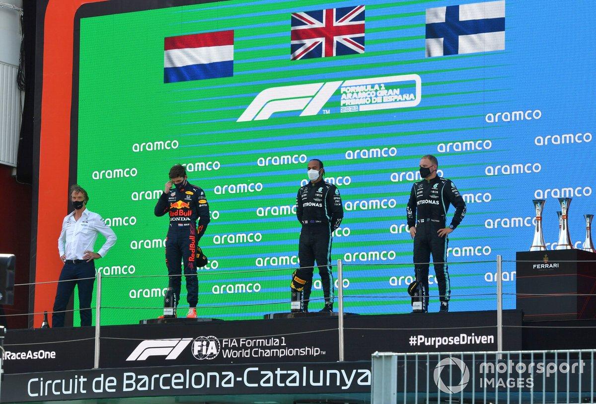 Max Verstappen, Red Bull Racing, 2a posizione, Lewis Hamilton, Mercedes, 1a posizione, e Valtteri Bottas, Mercedes, 3a posizione, sul podio