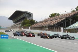 Lewis Hamilton, Mercedes W12, leadsMax Verstappen, Red Bull Racing RB16B , Valtteri Bottas, Mercedes W12, Charles Leclerc, Ferrari SF21, and the rest of the field away at the start