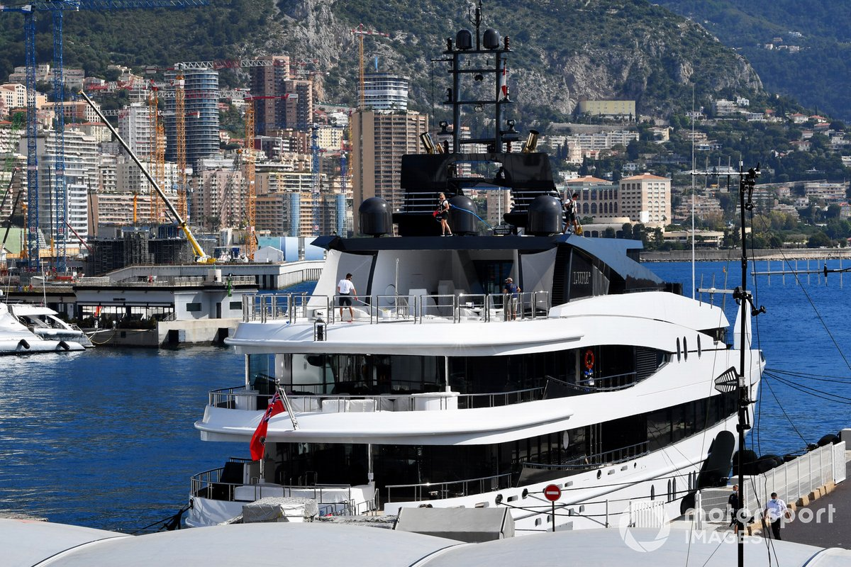 Yates en el puerto de Montecarlo