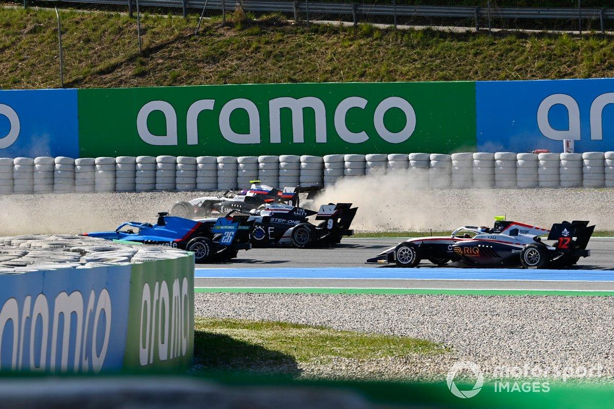 Calan Williams, Jenzer Motorsport, Juan Manuel Correa, ART Grand Prix, Alexander Smolyar, ART Grand Prix, crash