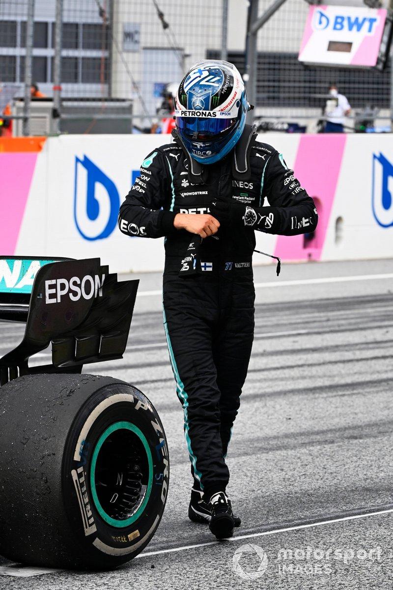 Tercer lugar Valtteri Bottas, Mercedes, en Parc Ferme