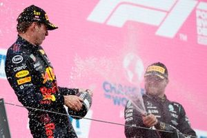 Max Verstappen, Red Bull Racing, en Valtteri Bottas, Mercedes