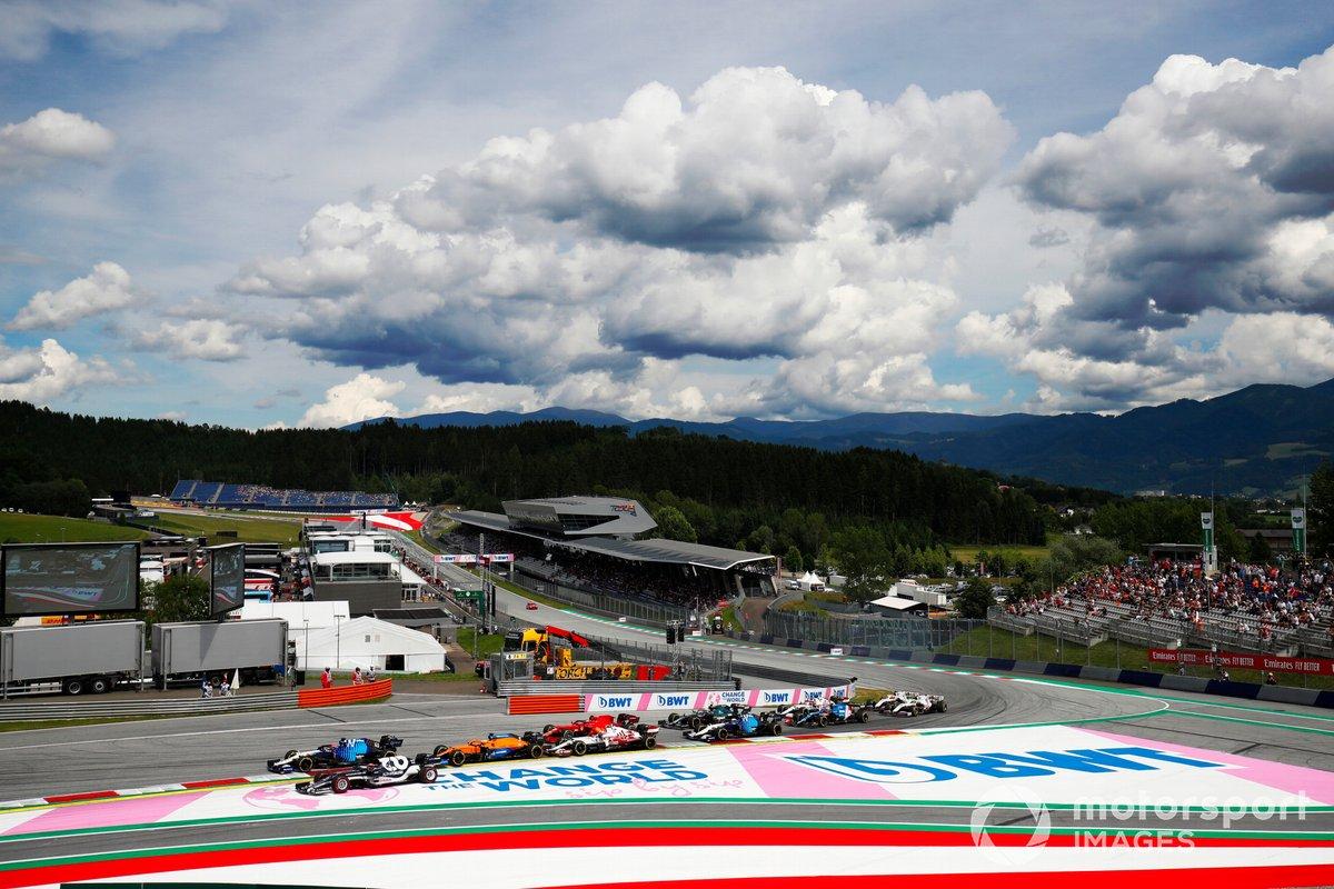 George Russell, Williams FW43B, Yuki Tsunoda, AlphaTauri AT02, Daniel Ricciardo, McLaren MCL35M, Antonio Giovinazzi, Alfa Romeo Racing C41, Carlos Sainz Jr., Ferrari SF21, al inicio