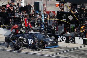 Jeffrey Earnhardt, Joe Gibbs Racing, Toyota Supra iK9, pit stop