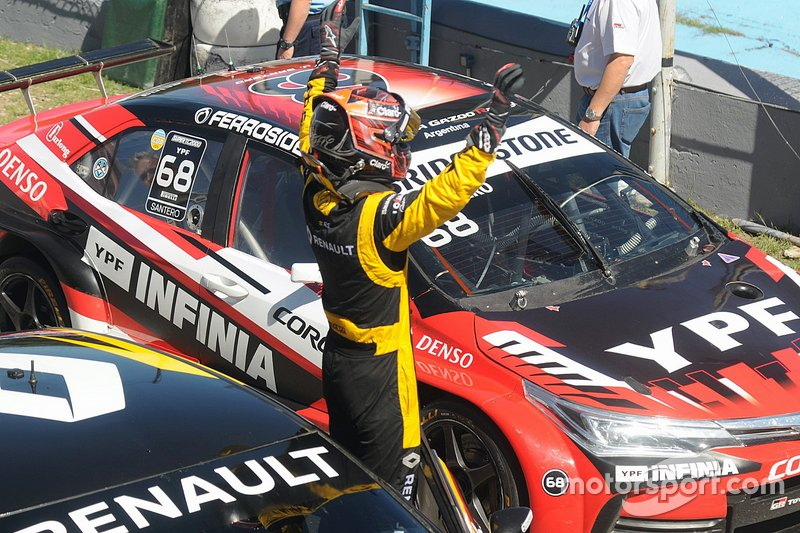 Ganador de la carrera Leonel Pernía, Renault Sport