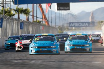 Start action Yvan Muller, Cyan Racing Lynk & Co 03 TCR leads