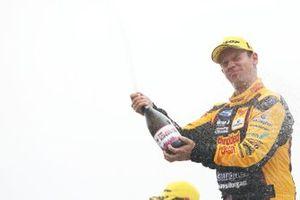 Podium race 3: race winner Tom Chilton, Motorbase Performance Ford Focus