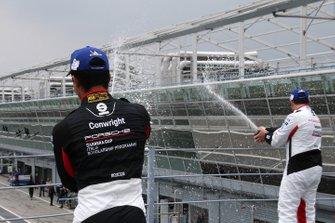 Podio Gara 2: il vincitore della gara Simone Iaquinta, Ghinzani Arco Motorsport, il terzo classificato Jaden Conwright, Dinamic Motorsport