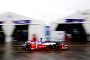 Jérôme d'Ambrosio, Mahindra Racing, M5 Electro passes through the pit lane