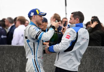 Edoardo Mortara, Venturi Formula E, 2nd position, offers his bottle of champagne to a team member