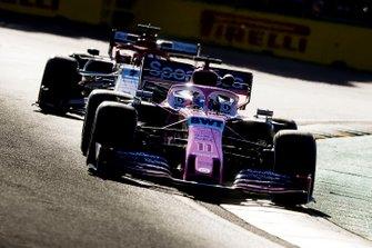 Sergio Perez, Racing Point RP19, devant Kimi Raikkonen, Alfa Romeo Racing C38