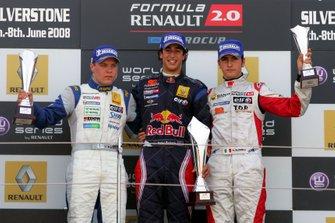 Podium : le vainqueur Daniel Ricciardo, SG Formula, le deuxième Valtteri Bottas, Motopark Academy, le troisième Andrea Caldarelli, SG Formula