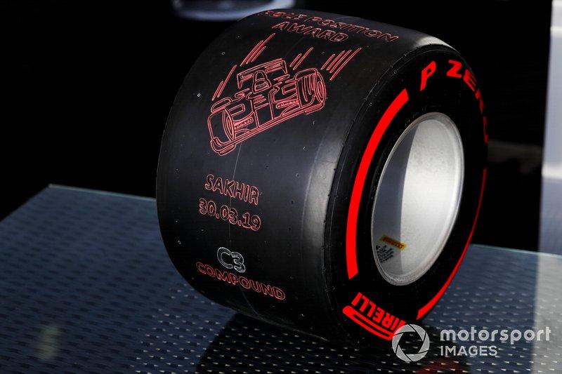 El trofeo Pirelli a la pole