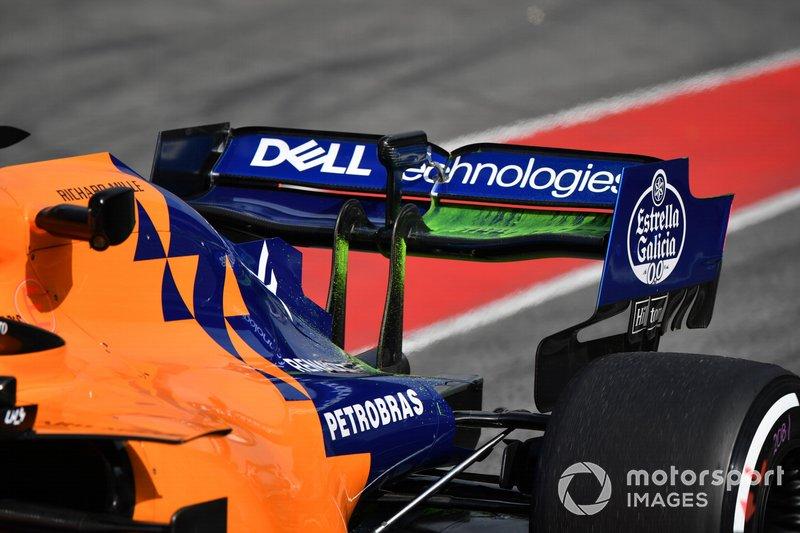 L'aileron arrière de la McLaren MCL34 avec de la peinture aéro