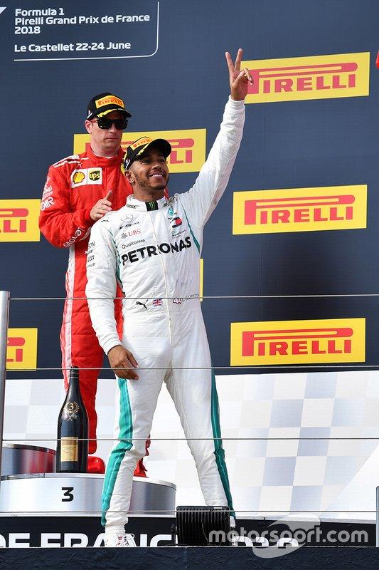Le vainqueur de la course, Lewis Hamilton, Mercedes-AMG F1