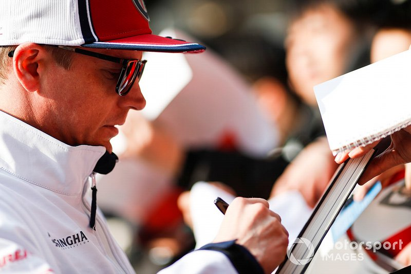 Kimi Raikkonen, Alfa Romeo Racing signs an autograph for a fan