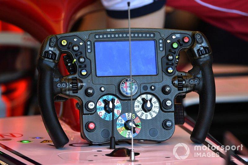 Volante del Alfa Romeo Racing C38 de Kimi Raikkonen