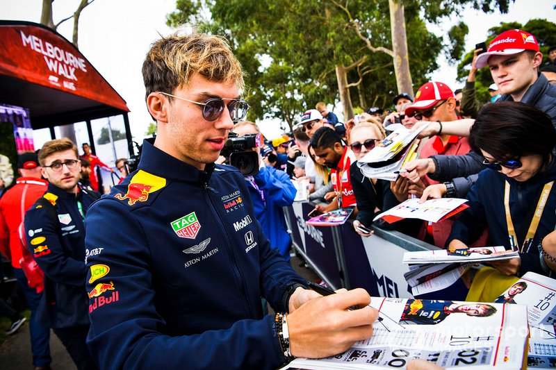 Pierre Gasly, Red Bull Racing, signs autographs for fans