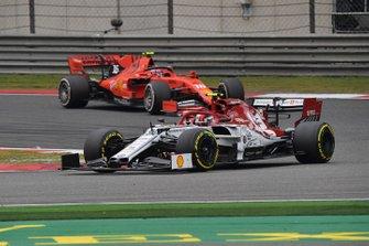 Antonio Giovinazzi, Alfa Romeo Racing C38, leads Charles Leclerc, Ferrari SF90
