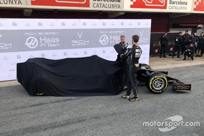 Kevin Magnussen, Haas F1 Team, Romain Grosjean, Haas F1 Team, unveil the new Haas VF-19