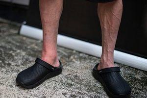 Cal Crutchlow, LCR Honda Castrol's broken leg