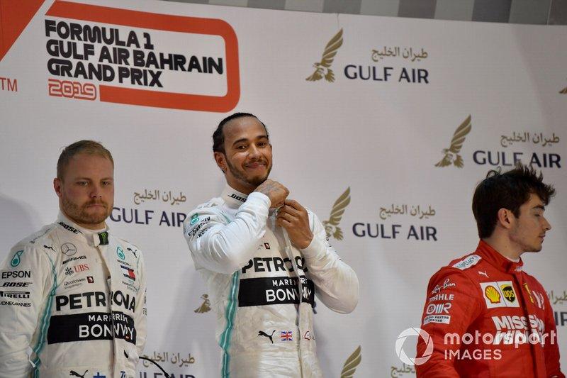 Podio: segundo lugar Valtteri Bottas, Mercedes AMG F1, ganador Lewis Hamilton, Mercedes AMG F1, y el tercer lugar Charles Leclerc, Ferrari