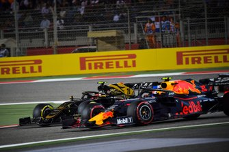 Kevin Magnussen, Haas F1 Team VF-19, battles with Pierre Gasly, Red Bull Racing RB15